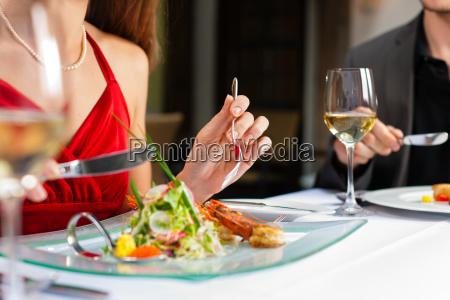 para jedzenia i picia w bardzo