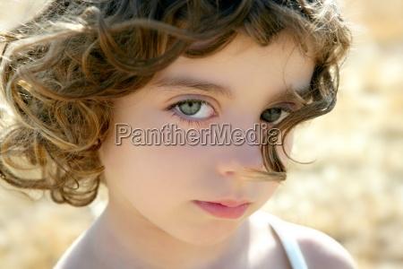 piekne dziewczynka portret outdoo