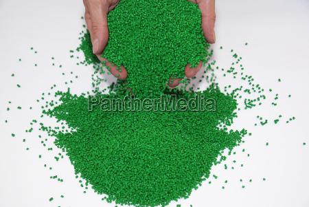 badanie granulatow tworzyw sztucznych w laboratorium