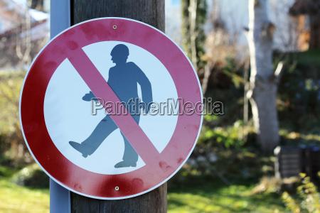 znak drogowy poprzez zabronione ulica